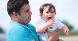 美國一項調查指父親多陪伴與其樣貌相似的子女,會使子女更健康。 (資料圖片)