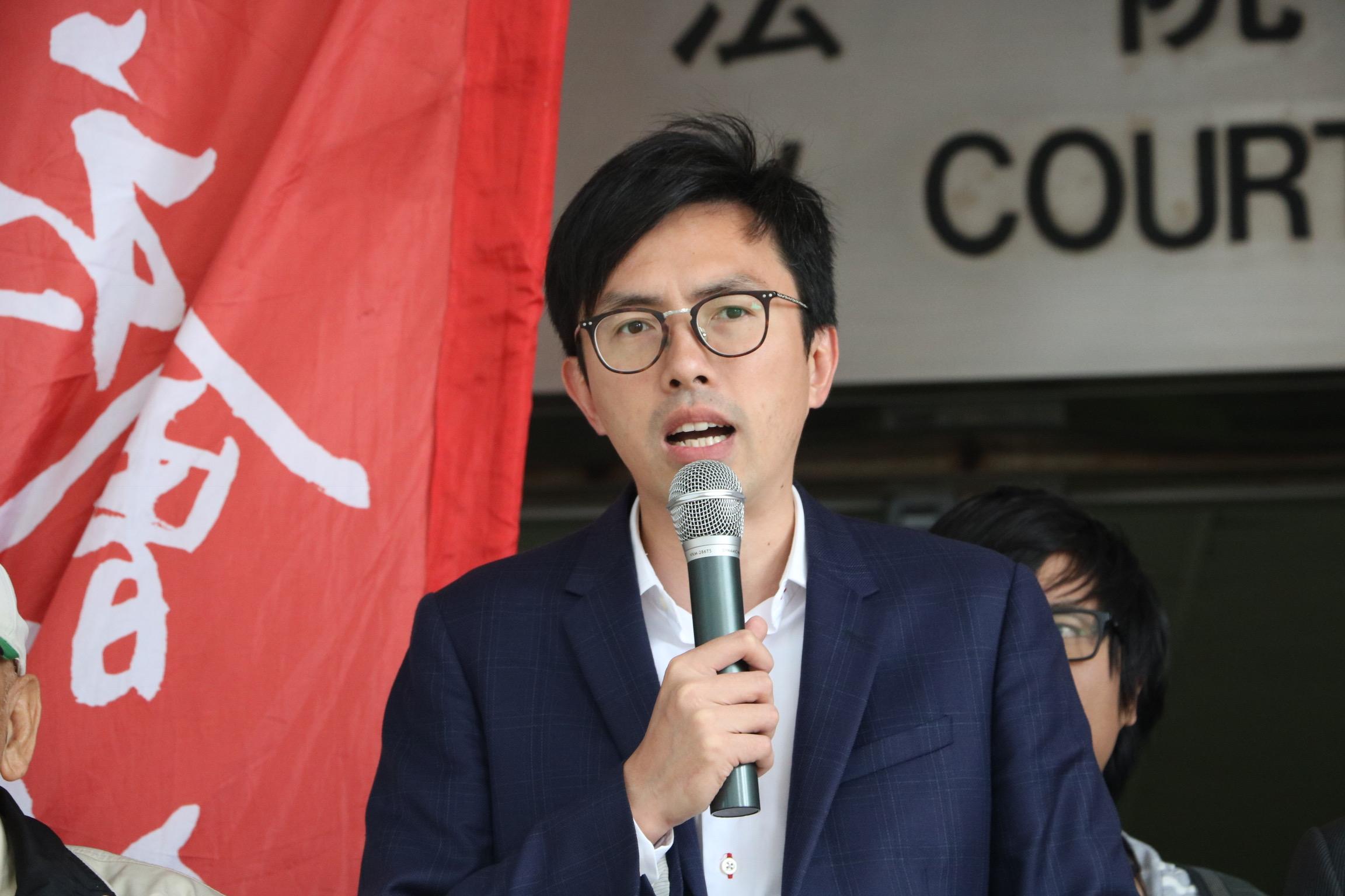 社民連主席吳文遠2016年向時任特首梁振英擲三文治,他被裁定一項普通襲擊罪成,早前向高院提上訴。(資料圖片)