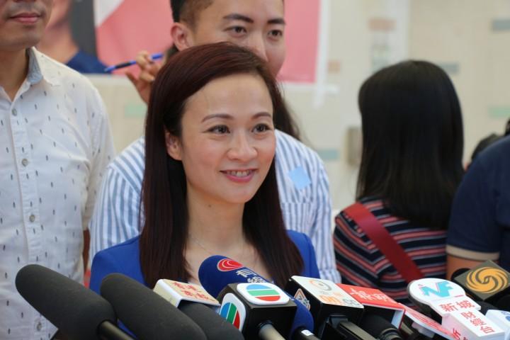 陳凱欣指出,香港現時需要以民為本、懂得互相尊重、實幹的議員,而自己亦會以繼續求真和突破的精神參興選戰。(陳梓聰攝)