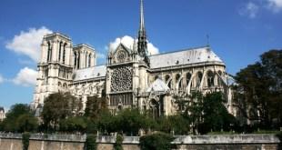 法國總統馬克龍在大火後發表適話,表示會重建聖母院,又發起全球募捐,呼籲國際社會協助重建。(網上圖片)