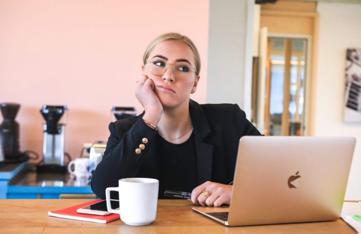 business-woman-sitting-at-desk-thinking