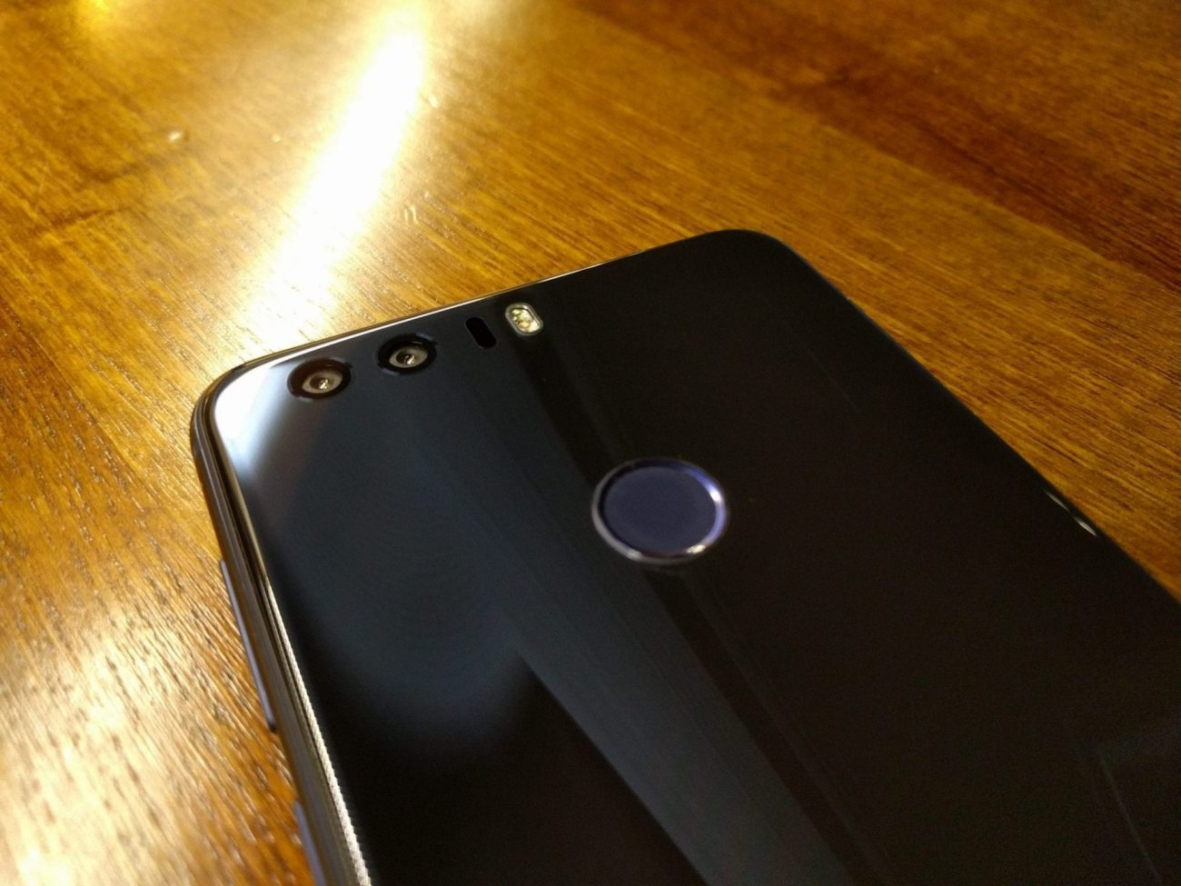honor8-handset-3