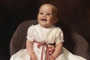Sofia Kristina Hellqvist el día de su bautizo, 26 mayo de 1985, en la iglesia de Tibble. (Foto: Familia)