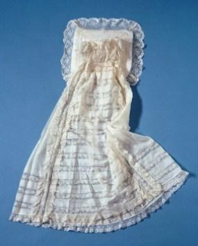 El vestido de cristianar para bautizar a los miembros de la familia real desde 1906 (Foto: kungahuset.se) - Pulsar para ampliar -