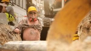 Actores hacen de horteras y vulgares obreros de la construcción (Foto: Captura vídeo) - Pulsar para ampliar -