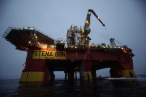 La plataforma «Stena Don» realiza las primeras perforaciones en Groenlandia. (Foto: Cortesía de Greenpeace) - PULSAR PARA AMPLIAR -