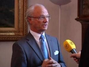 El rey Carlos Gustavo niega todo en una entrevista ante las cámaras. (Foto: Captura TV)