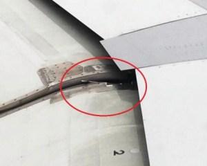La herramienta olvidada es una llave fija o de tornillo que bloquea el «flap» del ala del avión de EasyJet que estaba a punto de despegar. (Foto: cortesía pasajero) - PULSAR PARA AMPLIAR -