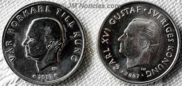 A la izquierda la moneda con la inscripción «Vår horkarl till kung» (Nuestro rey es un putero). A la derecha la moneda legal con el nombre «Carl XVI Gustaf - Sveriges Konung» (Carlos XVI Gustavo - Rey de Suecia) - Foto: © JM Noticias