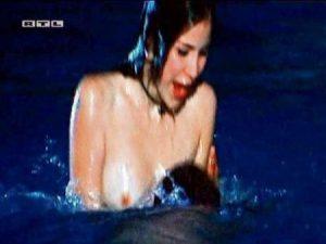 El desnudo de Lena Meyer, la joven alemana ganadora del Festival de Eurovisión 2010. (Foto: captura vídeo) - PULSAR PARA AMPLIAR