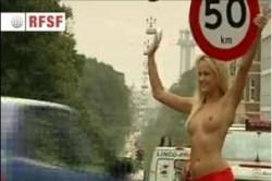 Lo que tienen que hacer las danesas para que se respeten las señales de tráfico. (Foto:captura vídeo)
