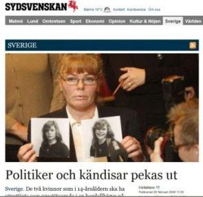 Eva Bengstsson, una de las ex prostitutas, muestra en el juicio las fotos de cuando ella tenía 14 años y trabajaba en el burdel de los políticos y ministros de Palme (Foto: Captura Sydsvenskan)