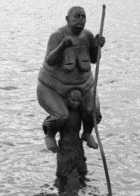 La «Surperviencia del más gordo» hace compañía a la Sirenita (Foto: sevenmeters.net - JM Noticias)