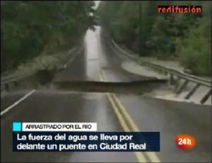 Imagen del vídeo re-emitido por el Canal 24h donde aseguran que es una carretera de Ciudad Real. (Foto: Captura vídeo)