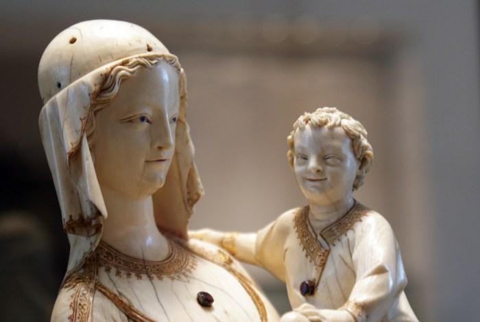 Vierge à l'Enfant, Ivoire, avant 1279 (détail)