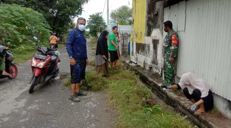 Bersinergi Dengan Warga, Pemdes Pasir Putih Bersama TNI-Polisi Gelar Jum'at Bersih Rutin