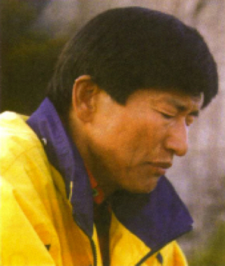 Jung Myeong Seok prays