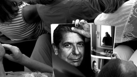 Leonard Cohen fans. Foto by Marc Cornelis; Licence CC by 2.0 https://flic.kr/p/dTx46Q