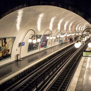 Voûte et perspective : la station Cité