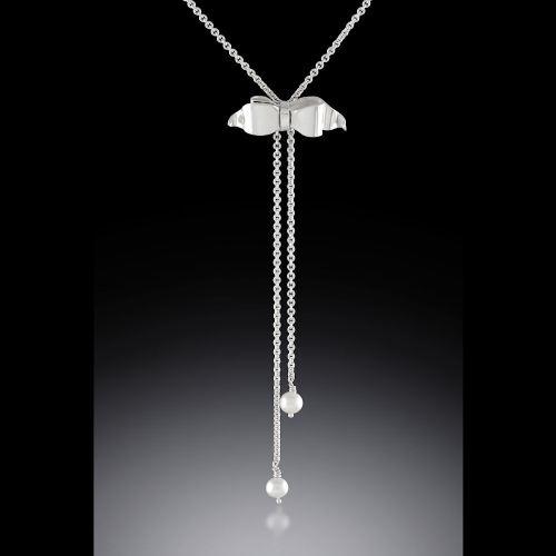 Photo of Bow and Pearl Lariat-Style Necklace by Joana Miranda