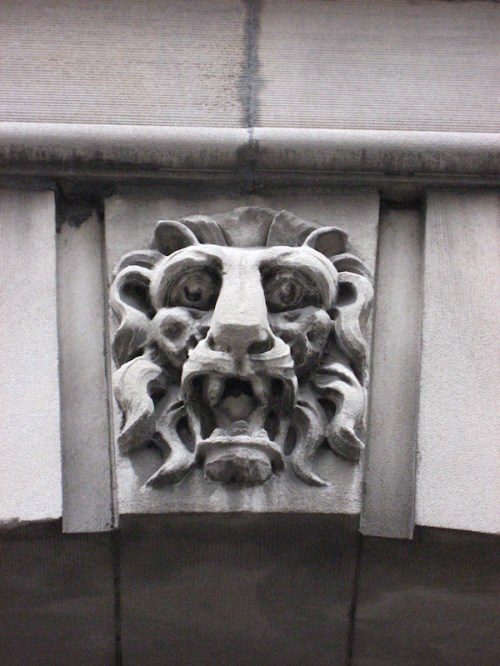 Photo of lion gargoyle taken by Joana Miranda