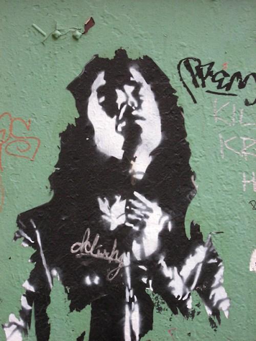 Photo of rock star graffiti face on wall in NY City, taken by Joana Miranda