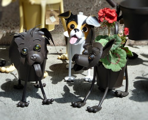 Photo of funny metal dog planters taken by Joana Miranda