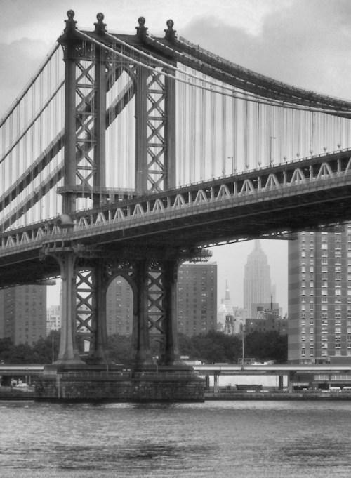 Black and white photo of Manhattan Bridge over East River, taken by Joana Miranda