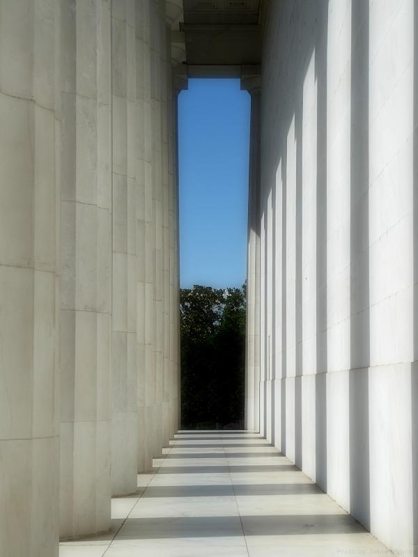 Photo of columns and shadows at the Lincoln Memorial, taken by Joana Miranda