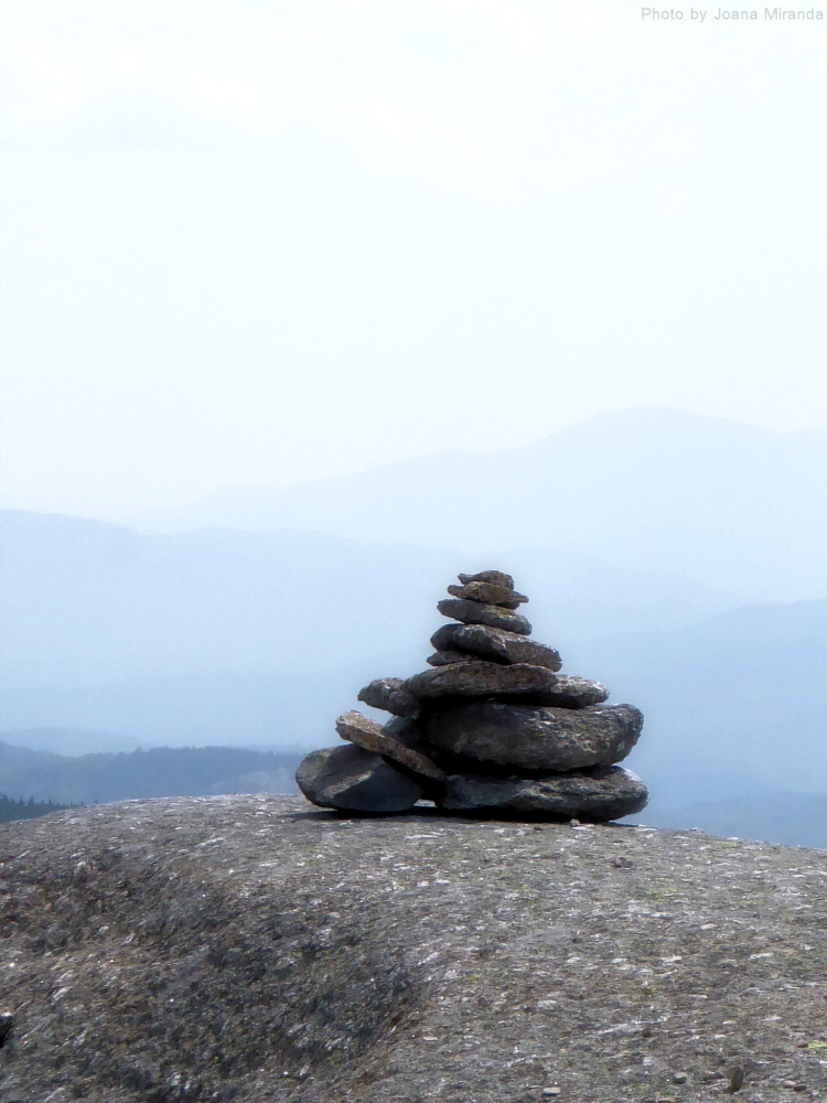 Photo of an anukchuk rock pile on Mount Cardigan, taken by Joana Miranda