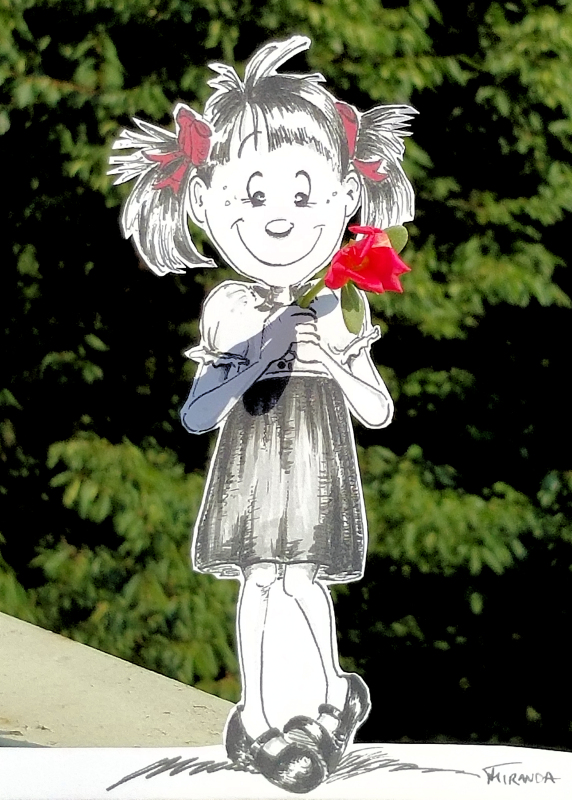 "Little Jo presents a flower ""paper doll"" cartoon, by Joana Miranda"