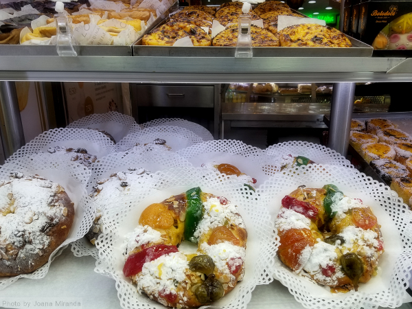 Photo of Bolo Rei cakes in Lisbon pastry window