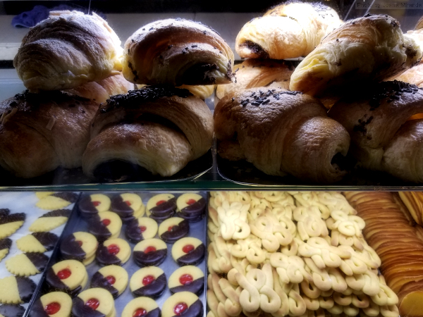 Photo of croissants at Pastelaria Versailles