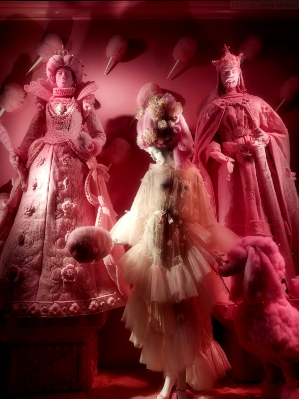 Photo of cotton candy window at 2018 Bergdorf Goodman holiday window display