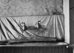 016B01 Farmhouse Bath 1994