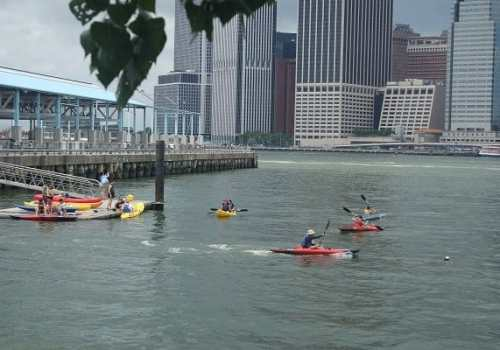 Free in NYC Kayaking at Brooklyn Bridge Park