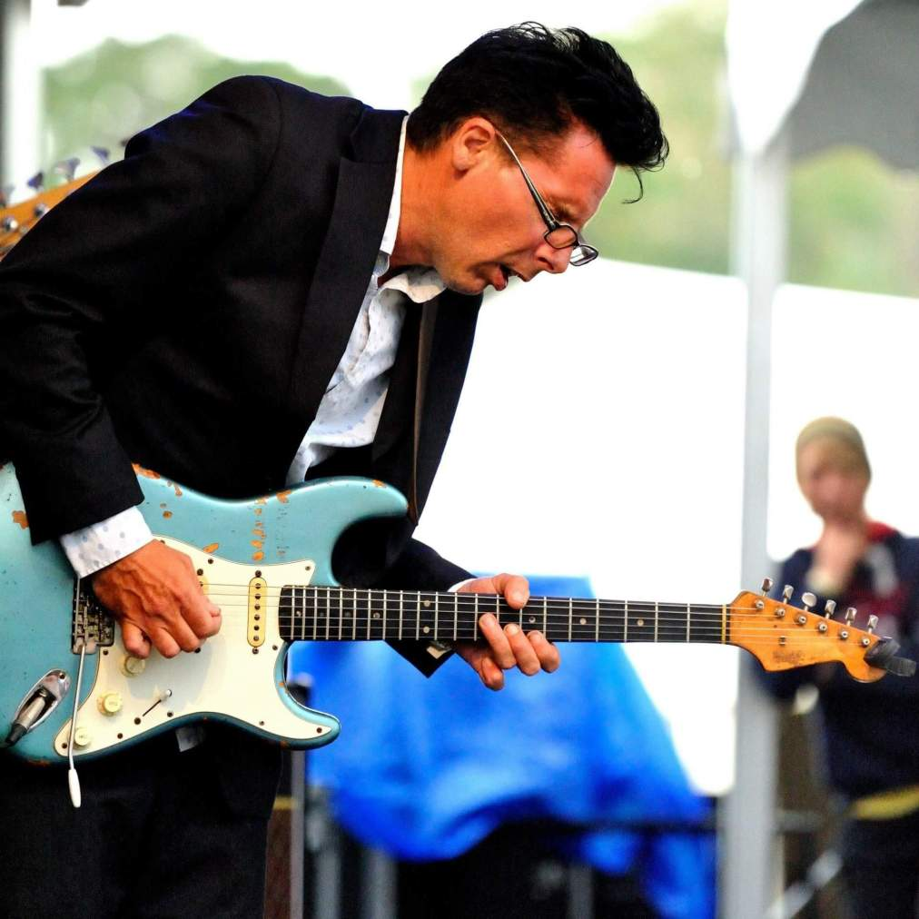 Harvey Blues, guitarist