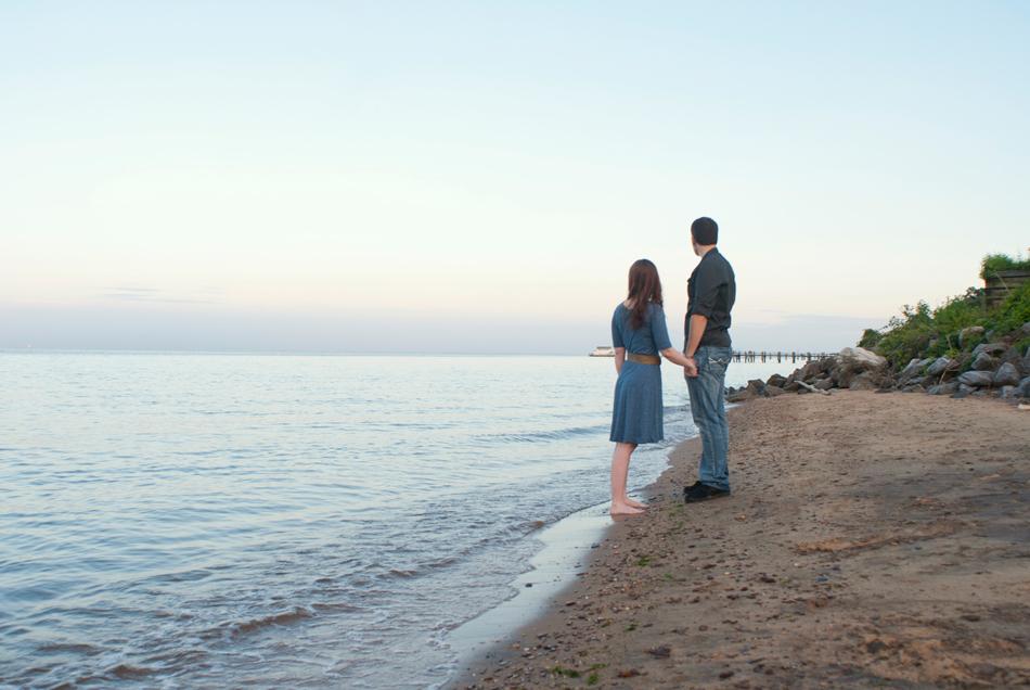 candid-photo-couple-beach