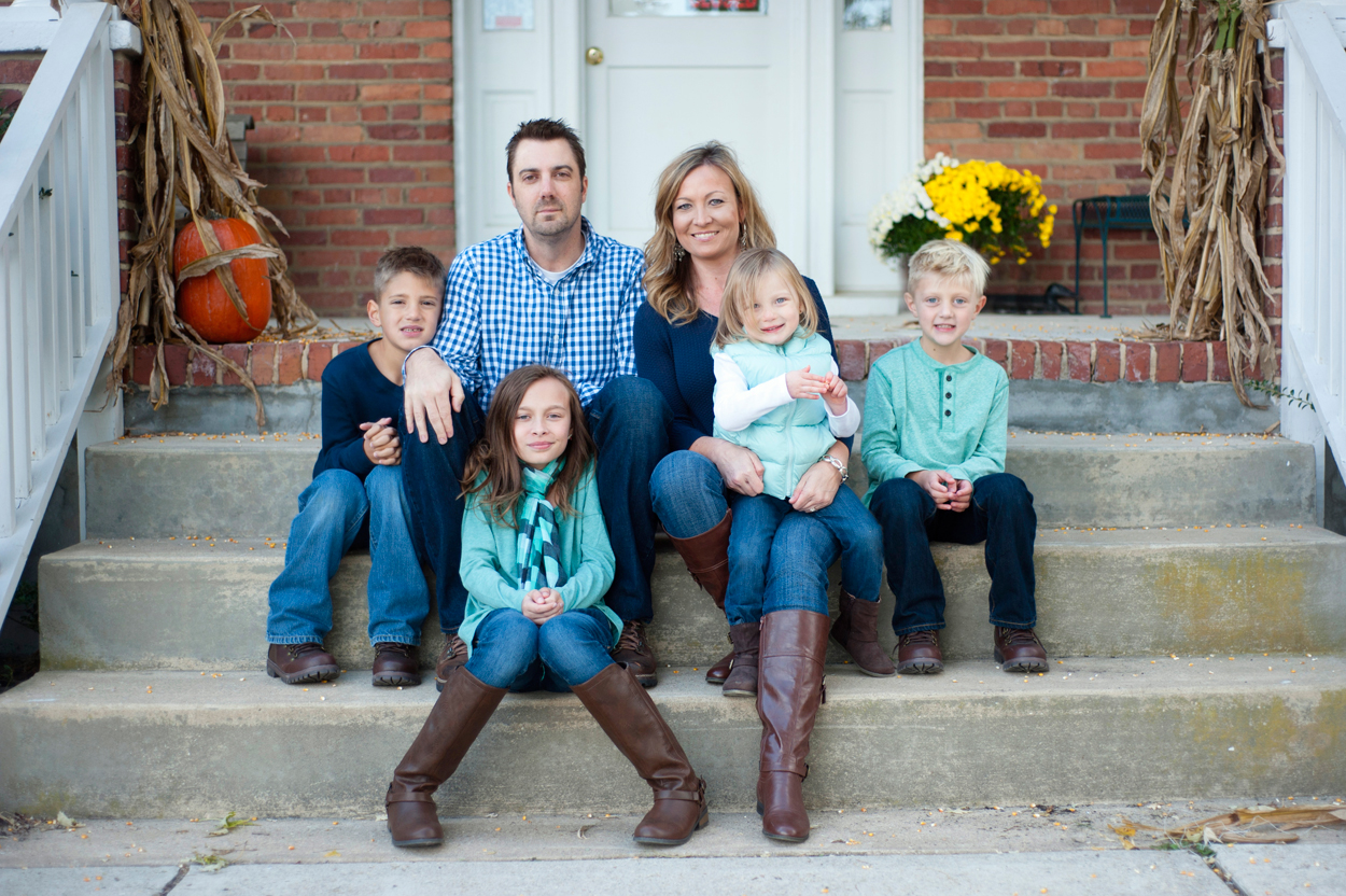 fall-family-portrait-on-steps