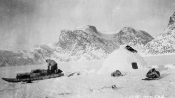 eskimo_building_a_snow_house_south_of_cape_st-_david
