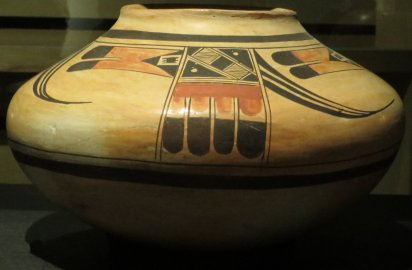 hopi-tewa_jar_made_by_nampeyo_1862-1942_early_1900s_heard_museum
