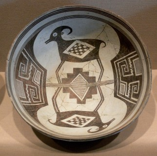 mimbres_bowl_with_bighorn_sheep_and_geometrical_design_224_dma_1990-215-fa