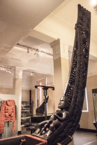 auckland_war_memorial_museum_part_of_a_maori_canoe_2016-01-21