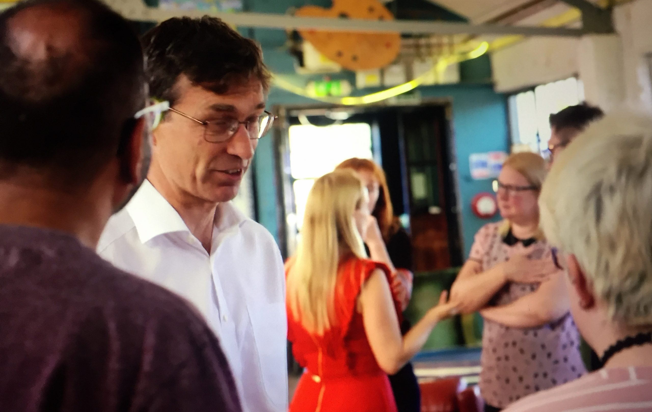 Prof David Walsh and Dr Joanne Stocks talk to volunteers on Channel 4 TV program How To Beat Pain