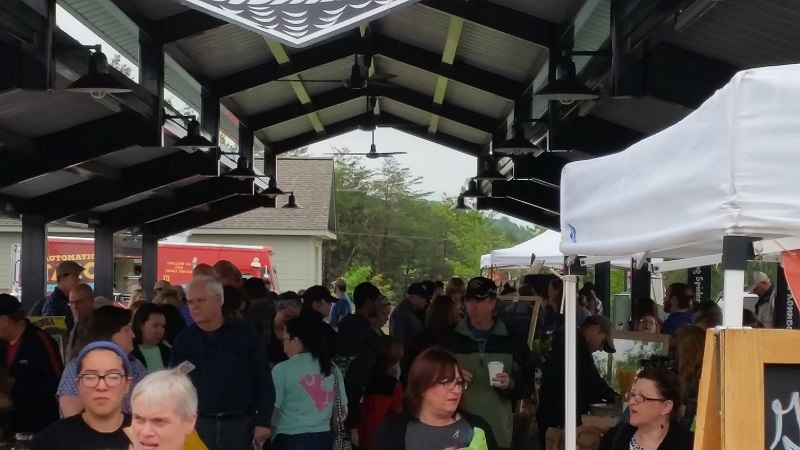 Crowds at the Travelers Rest Farmer's Market