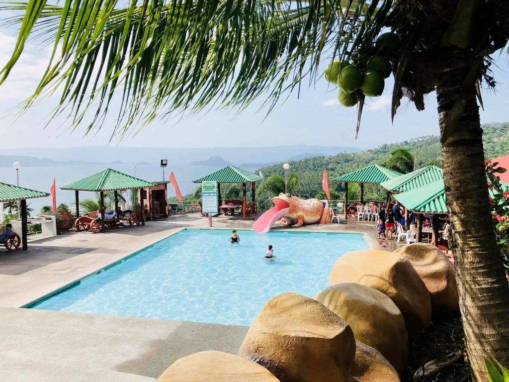 Taal Lake View - La Virginia Resort