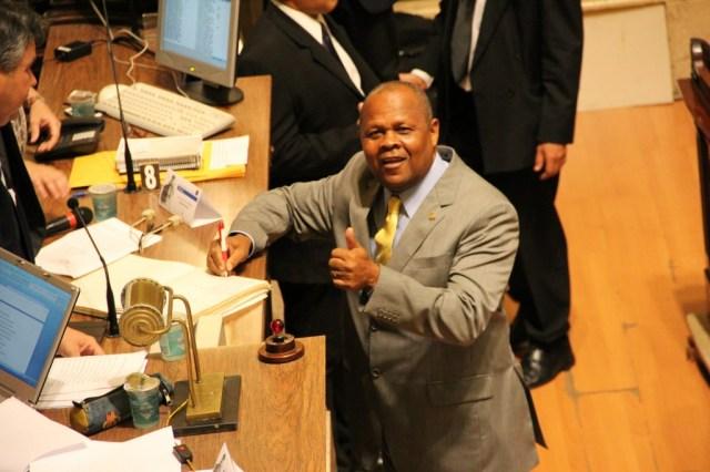 Vereadores tomam posse na Câmara e formam chapa única na Mesa Diretora