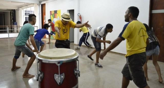 """Tocantins: Projeto """"Jogando Capoeira Angola – Quebrando Preconceitos"""" Capoeira Cidadania Portal Capoeira"""