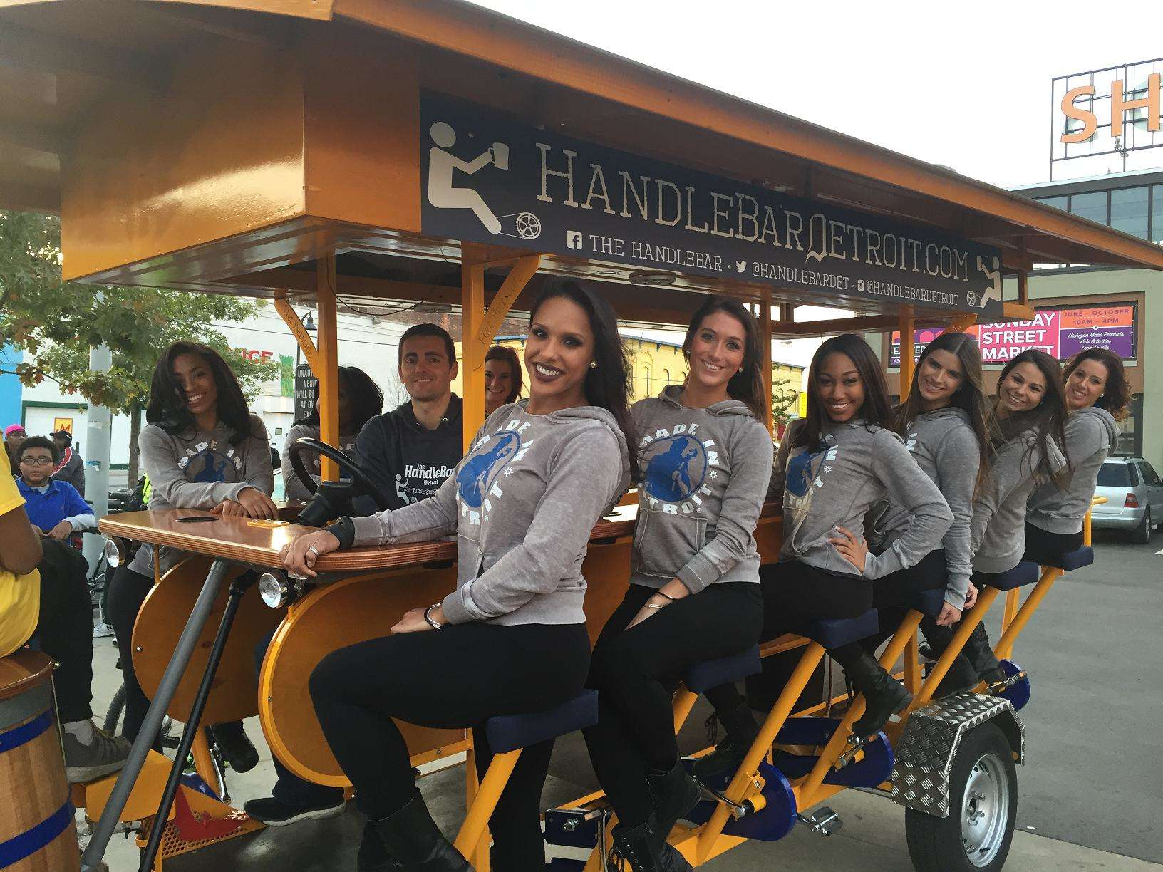 The Handlebar Detroit S Pedalpub It S A 16 Passenger