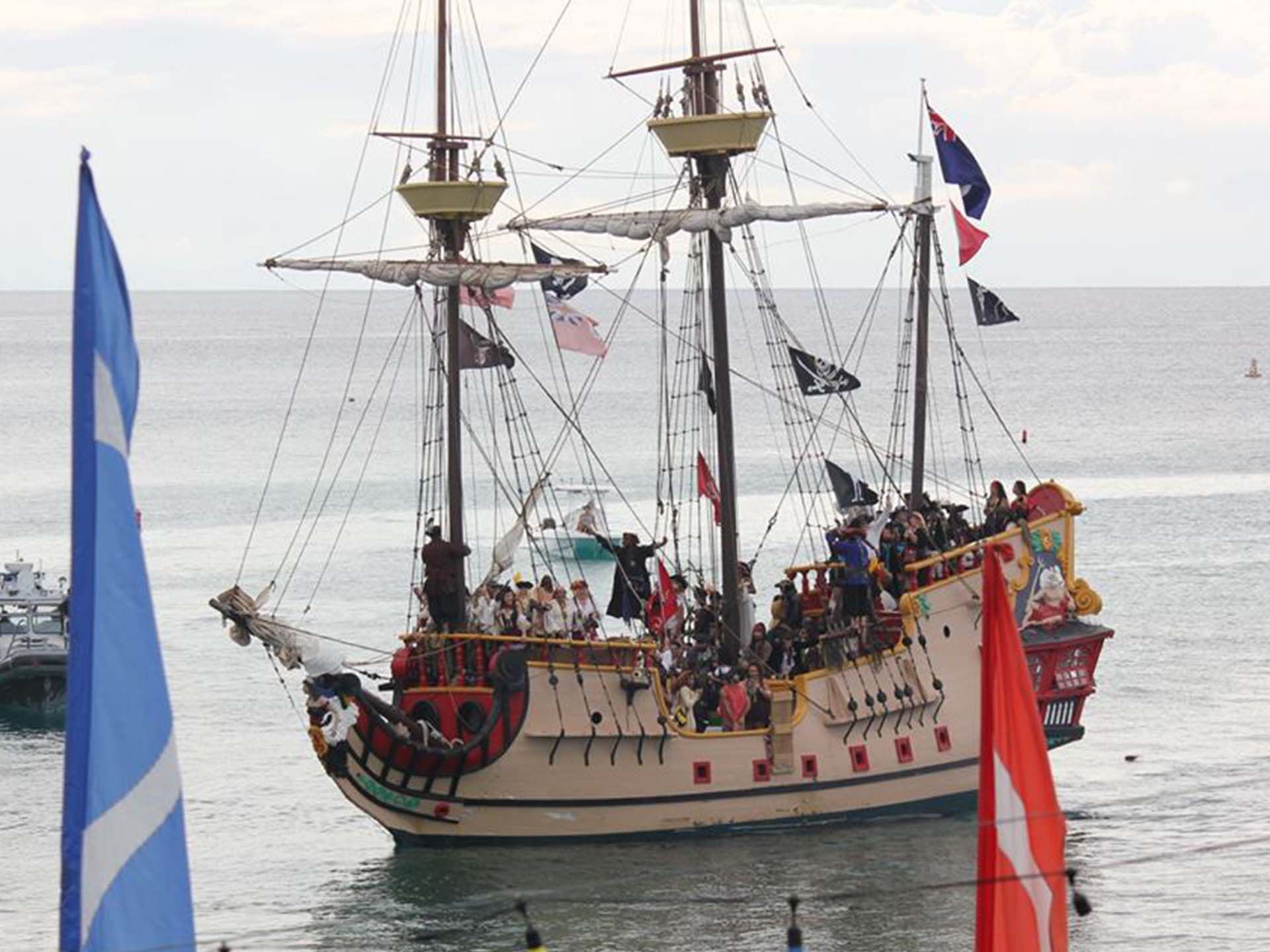 Take A Cruise On The Jolly Roger Pirate Ship Of The Cayman Islands - Pirate ship cruise